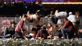 拉斯維加斯發生槍擊事件20死逾百人傷