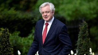 министр по выходу из Евросоюза Дэвид Дэвис