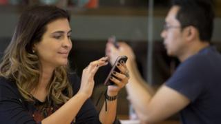 Brazilian mobile phone users, Dec 15