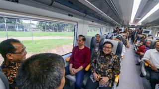 Jokowi saat meresmikan kereta bandara, 2 Januari 2018.