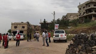Food and medical supplies are distributed in Rastan, Syria (21 April 2016)