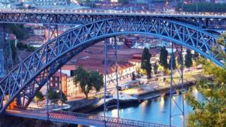 葡萄牙,波尔图,路易一世大桥(图片来源:Olena Buyskykh/Alamy)