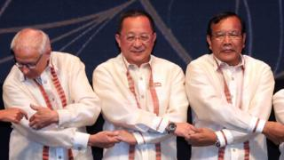 North Korean Foreign Minister Ri Yong-ho (C) poses for a photograph at a dinner party for the participants of the Association of Southeast Asian Nations (ASEAN) Regional Forum in Manila, the Philippines, 06 August 2017