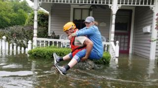 ヒューストンなどでは3000人以上の州兵が救助活動に当たっている