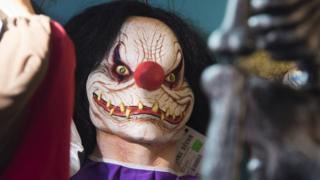 Korkunç bir palyaço maskesi