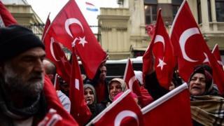 Демонстрация у Консульства Нидерландов в Стамбуле