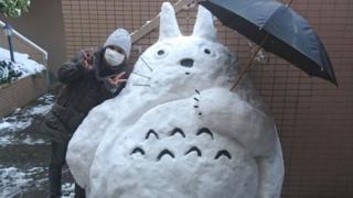 日本街头的雪人