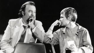 Sir Peter Hall and Dame Judi Dench during rehearsals for The Importance of Being Earnest (1982)