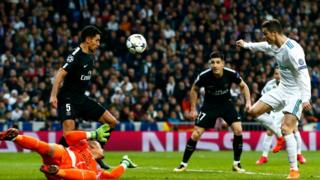 Ronaldo ati awọn agbabọọlu miran lori papa