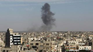 Smoke rises after an Israeli air strike in Rafah, southern Gaza Strip. Photo: 5 May 2016