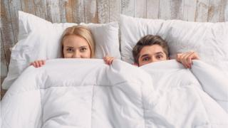 Пара в ліжку