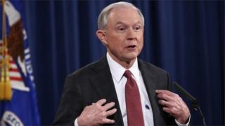 Sessions wuxuu shir jaraa'id ku qabtay Washington