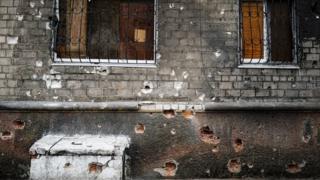 Дом со следами обстрелов