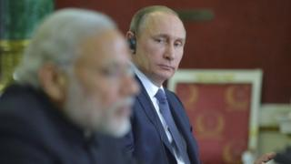 Russia's President Vladimir Putin and India's Prime Minister Narendra Modi attend a news conference after their talks at the Kremlin (24 December 2015)