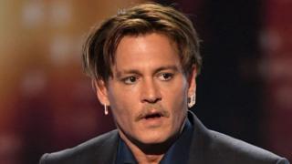 Johnny Depp bị nói là tiêu 2 triệu USD một tháng và không nghe lời khuyên sống sao cho tiết kiệm