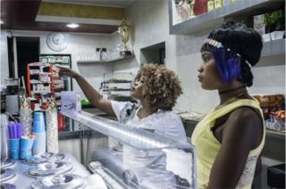 Jennifer (21) and her friend come from Nigeria. They are ordering gelato in the only Gelateria in upper Riace. RIACE (ITALY) 040816