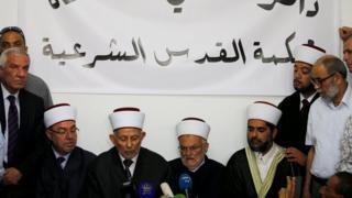 Müslüman liderler Kudüs basın açıklaması yapıyorlar.