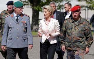 وزیر دفاع آلمان گفته است که ستایش ارتش مسلح هیتلر جایگاهی در ارتش امروز آلمان ندارد