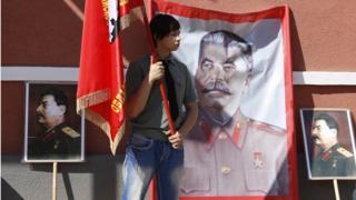 плакаты со Сталиным