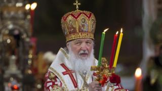 патриарх Кирилл во время Пасхальной службы