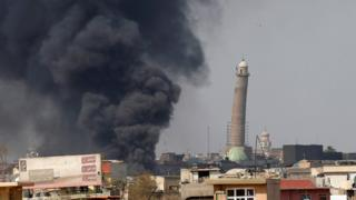 Hadba minaret of the Great Mosque of al-Nuri seen during clashes between Iraqi forces and Islamic State militants, in Mosul, Iraq (17 March 2017)