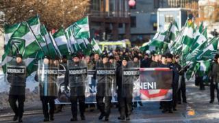 сторонники северного движения сопротивления на демонстрации