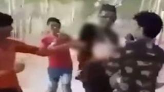 Dalam video yang tersebar di media sosial, para pria terlihat sedang menggerayangi dan menganiaya anak perempuan.
