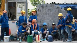 คนงานก่อสร้างต่างด้าวหญิง