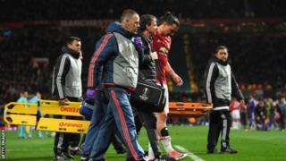 Zlatan Ibrahimovic na beki Marcos Rojo walipata majeraha ya miguu katika ushindi wa mechi ya ligi ya Yuropa dhidi ya Anderlecht.
