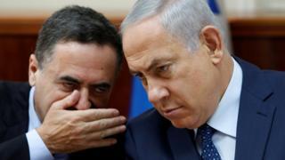 د اسرائیلو د استخباراتو وزیر یسرائیل کاټز (کیڼ) له لومړي ویر بنیامین نتنیاهو سره