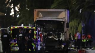 Alerta partiu de serviço de inteligência francês; pelo menos 84 morreram em ataque com caminhão em alta velocidade em Nice, no sul do país