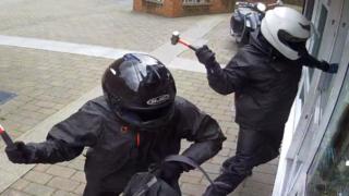 Raiders smash a jewellery shop window