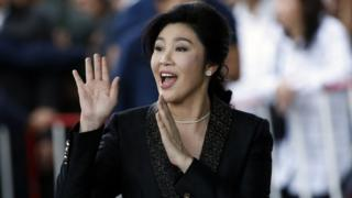 Yingluck Shinawatra arrives at court in Bangkok (1 Aug 2017)