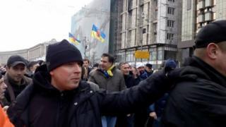 Активисты вывели Саакашвили из машины