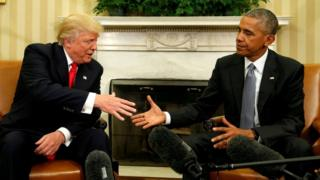 去年十一月特朗普和奥巴马在白宫握手