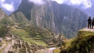 Turistas en la antigua ciudad de Machu Picchu, en Perú.