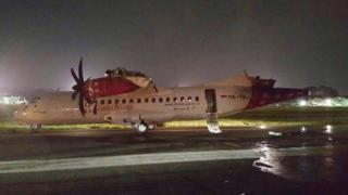 衝突事故を受けて空港は一時閉鎖された