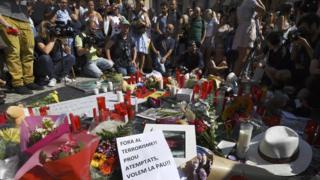 Barcelona'daki saldırılar sonrası anma töreni
