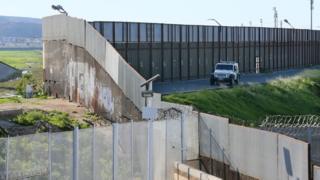 Стіна на кордоні США і Мексики