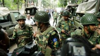 Спецслужбы Бангладеш взяли кафе штурмом в субботу утром