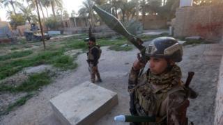 Iraqi army soldiers in Sajariyah area, east of the city of Ramadi (3 February 2016)