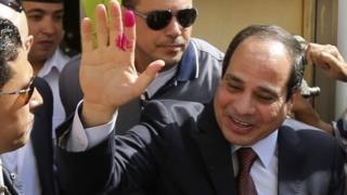 عبدالفتاح سیسی خود را برای شرکت در انتخابات ریاست جمهوری امسال مصر آماده میکند