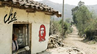 Casa em Vallegrande com imagem de Che pintada no muro