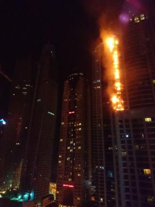 ไฟลุกท่วมอาคารพักอาศัยในนครดูไบ