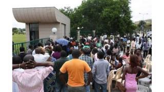 Devant la bourse du travail de Libreville