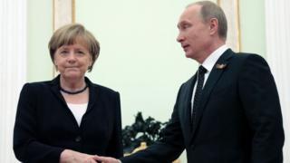 labo sano ka hor ayaa ugu dambaysay Merkel oo booqata Ruushka