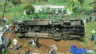 bus kecelakaan