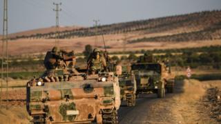 Cerablus'a ilerleyen Türk zırhlı araçları