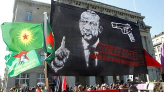 'Silahlı' Erdoğan pankartında ilk karar