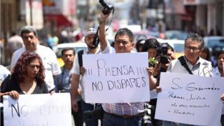 Protesta de periodistas tras la muerte de Ricardo Monlui.